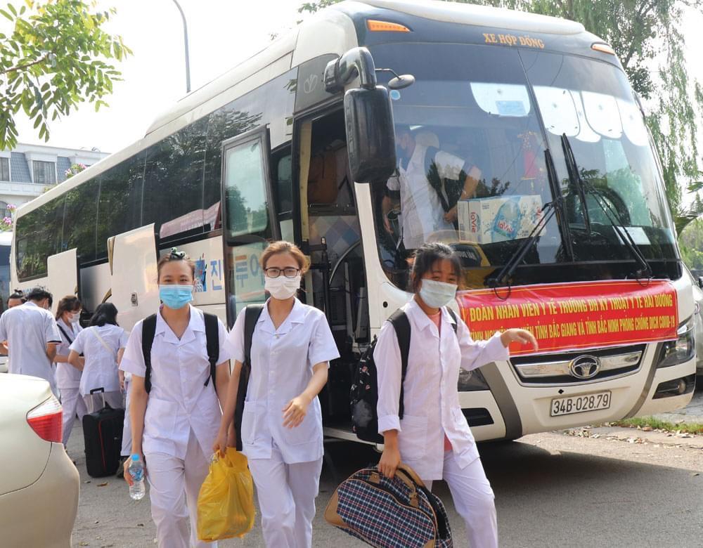 Đoàn tình nguyện tỉnh Hải Dương đến tỉnh Bắc Giang sẵn sàng chung tay chống dịch.